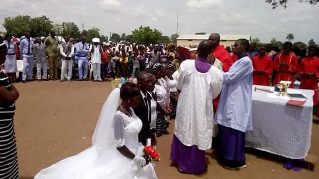 Photos: Four IDPs couples wed at Daudu camp, Benue State