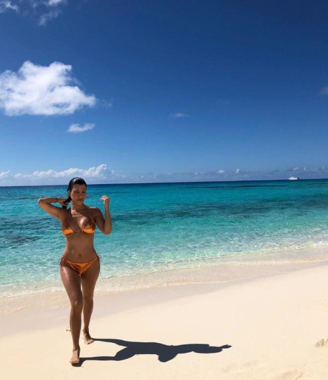 kourtney-kardashian-bikini-pics-sexy-7