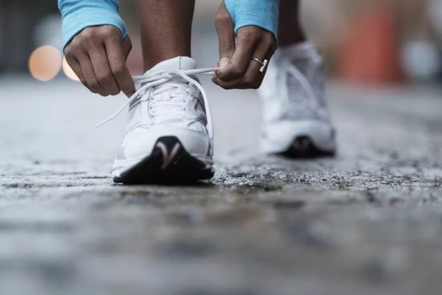 mixed-race-runner-tying-shoelaces-606353299-59a7f574aad52b00118cc3e1