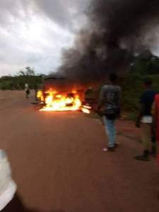 Graphic Photos: Four policemen shot by gunmen?and burnt beyond recognition at a checkpoint in Edo State