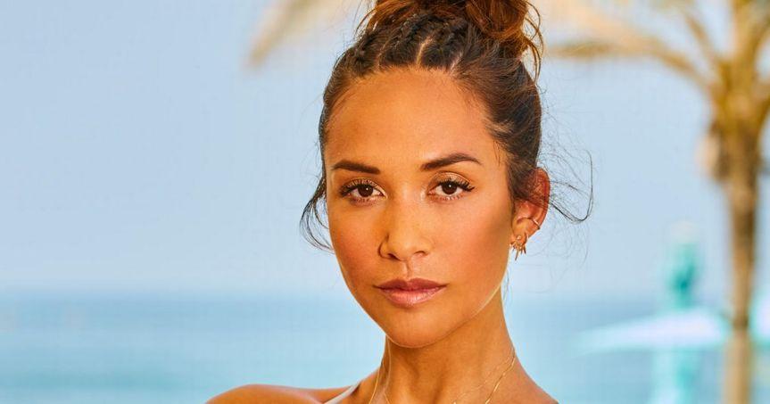 Myleene Klass leaves shower completely naked – only to run 'smack bang' intobuilder