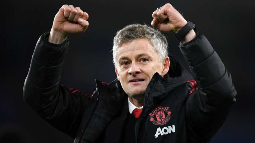 Manchester united close in on Topfour