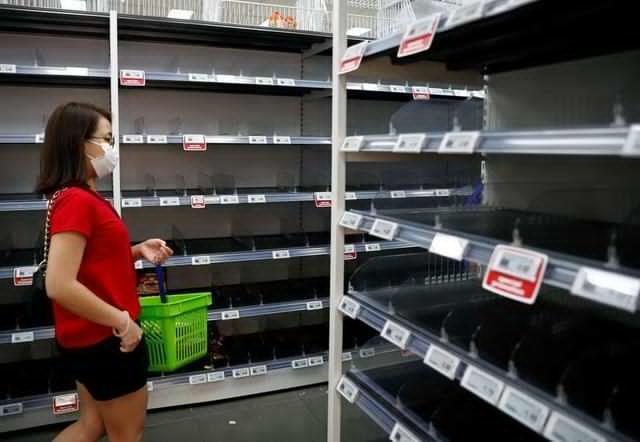 Singaporeans Stock Up After Malaysia Announces Coronavirus BorderClosure